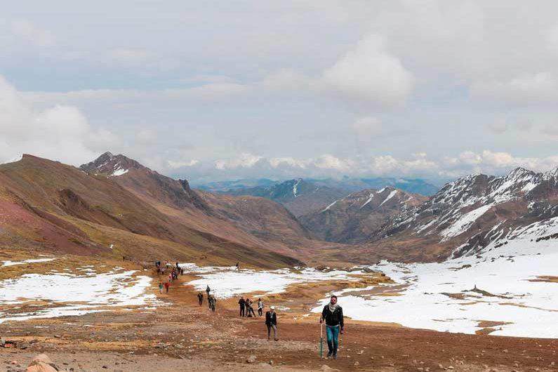 caminata a la montaña de colores cusco